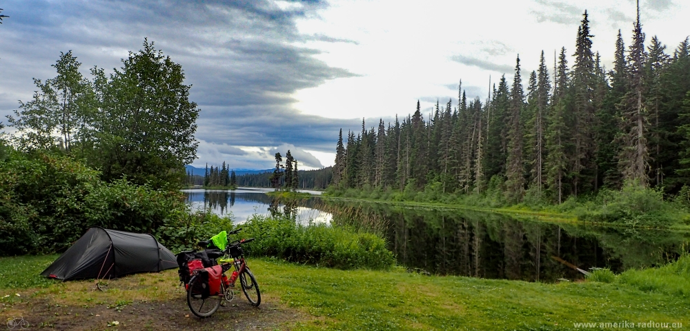 British Columbia and Yukon by bicycle: stage 03/2017 from New Aiyansh / Gitlaxt'aamiks to Jigsaw Lake (and Mezadin Junction)  via Nisga'a Highway and Cassiar Highway. Camping at Jigsaw Lake