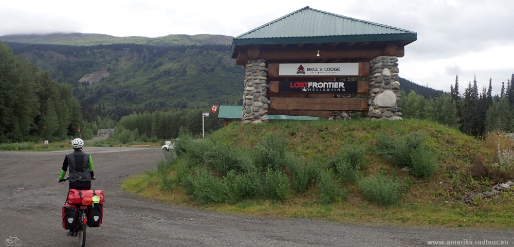British Columbia and Yukon by bicycle: Cycling the Cassiar Highway northbound. Stage Meziadin Junction - Bell2 Lodge.