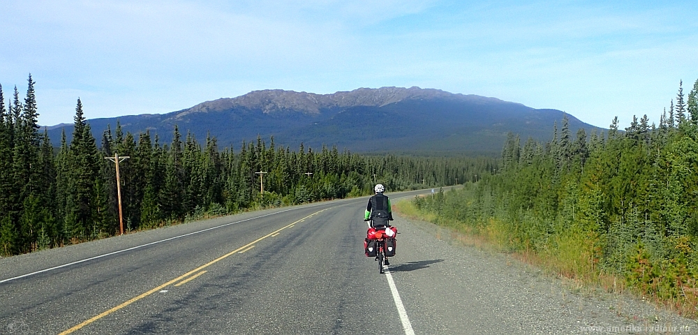 Mit dem Fahrrad über den Alaska Highway. Etappe Morley Lake - Johnsons Crossing.